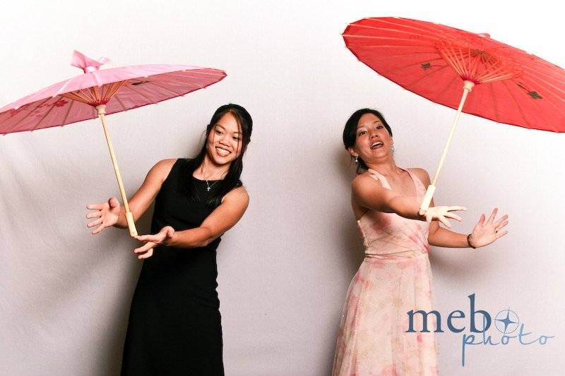 New photo booth challenge: parasol balancing!
