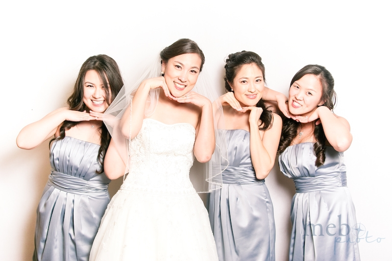 Doesn't the bride and her bridesmaids look absolutely stunning?